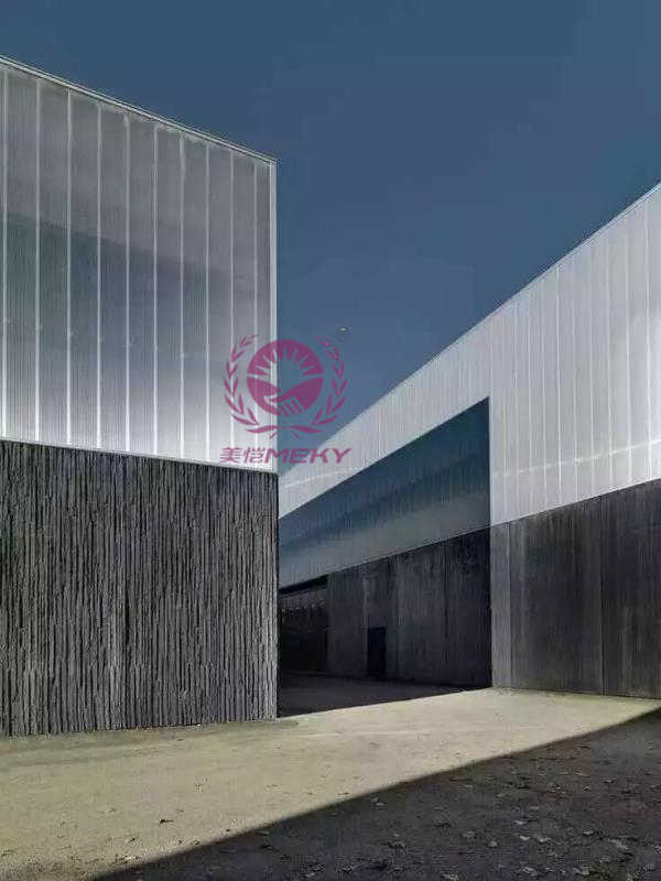 U-shaped locking sun plate curtain wall